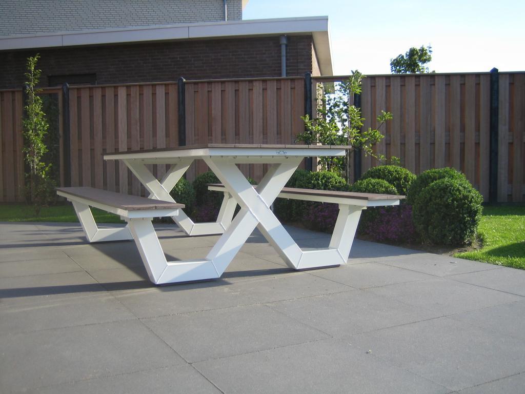 Kruispoot picknicktafel