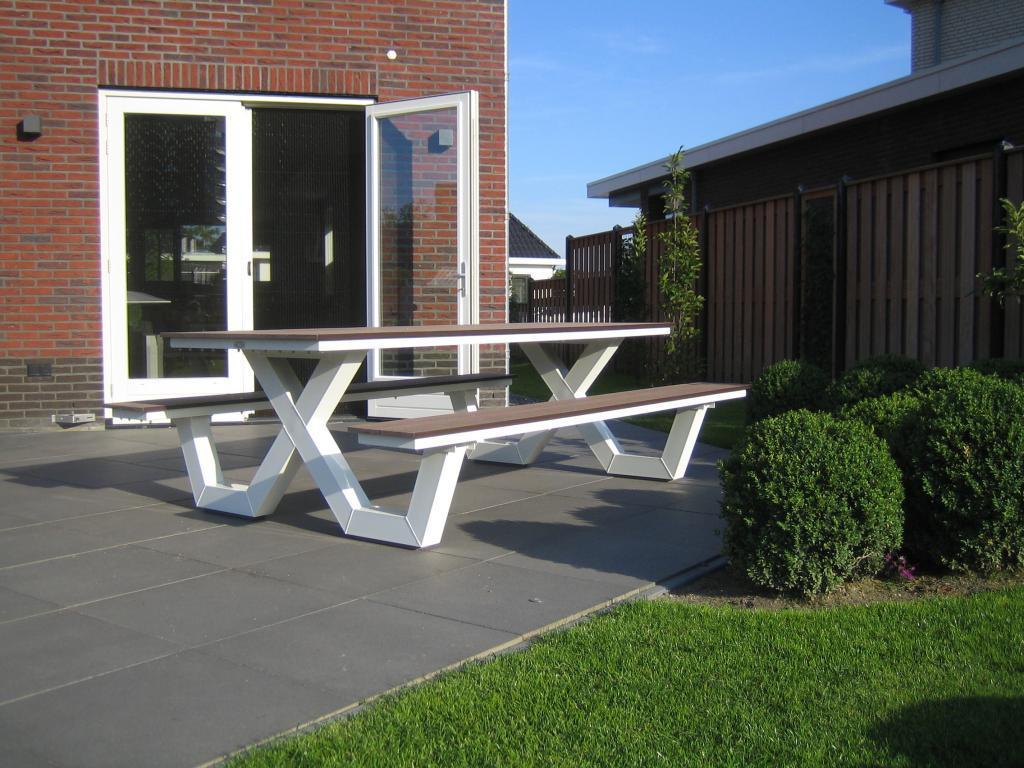 Garden table white