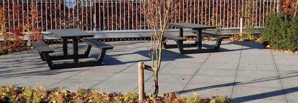 Picknicktafel duurzaam voor personeelsterras, in bedrijfskleur Ral 7021