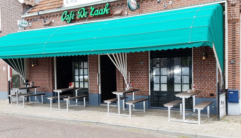 Picknicktafel voor klein terras, corona proof buiten zitje van staal en composiet.