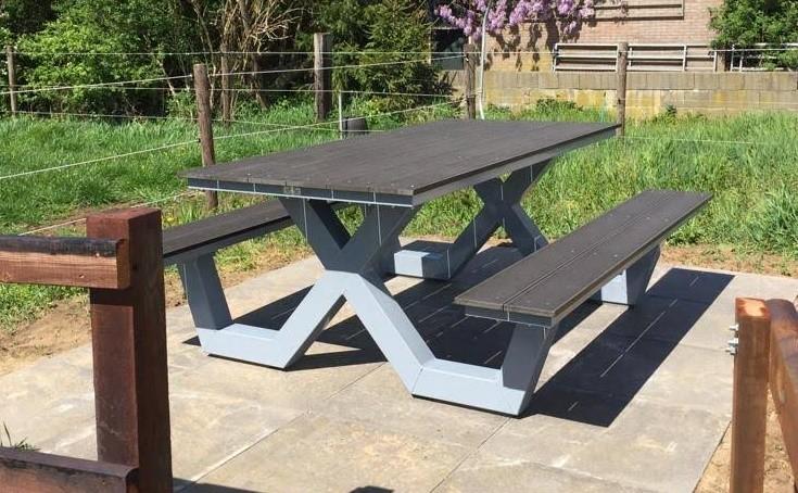 Grijze Kruispoot picknicktafel